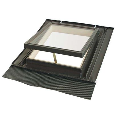 Immagine di Lucernaio, completo di controtelaio in alluminio e abete, con terminale in piombo e vetro temperato, 46xh55 cm - vetro semplice